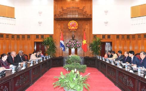 PM Vietnam, Nguyen Xuan Phuc menerima Ketua Parlemen Kuba, Esteban Lazo Hernandez - ảnh 1