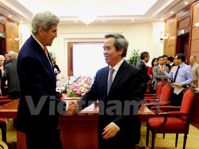 Kepala Departemen Ekonomi KS PKV, Nguyen Van Binh menerima mantan Menlu AS, John Kerry - ảnh 1