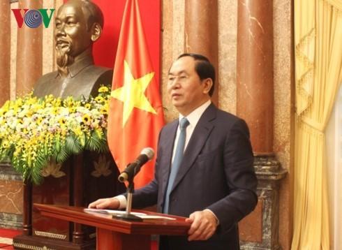 Presiden Vietnam Tran Dai Quang menjawab interviu kalangan pers Rusia dan Beralus - ảnh 1