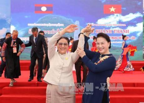 Ketua Parlemen Laos mengakhiri kunjungan di Vietnam - ảnh 1
