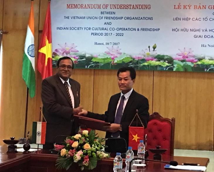 Menandatanagani MoU tentang kerjasama antara Gabungan Asosiasi Persahabatan Vietnam dan Asosiasi Persahabatan dan Kerjasama Kebudayaan India tahap 2017-2022 - ảnh 1