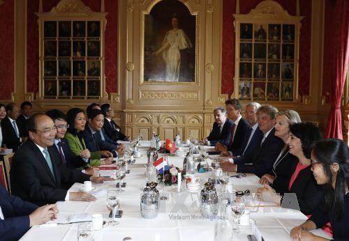 PM Vietnam, Nguyen Xuan Phuc bertemu dengan pimpinan Parlemen Belanda-mengakhiri kunjungan  resmi di Belanda - ảnh 1