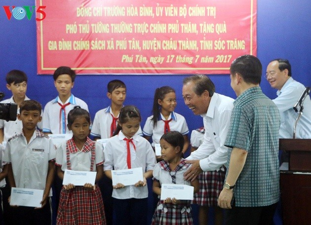 Deputi Harian PM Vietnam, Truong Hoa Binh melakukan temu kerja di Provinsi Soc Trang - ảnh 1