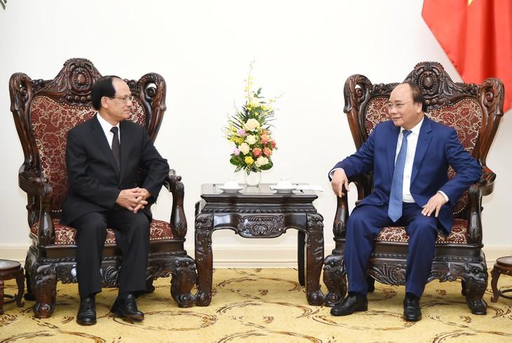 PM Vietnam, Nguyen Xuan Phuc menerima Sekjen ASEAN, Le Luong Minh dan Presiden Institut Penelitian Ekonomi ASEAN dan Asia Timur (ERIA), Hidetoshi Nishimura  - ảnh 1