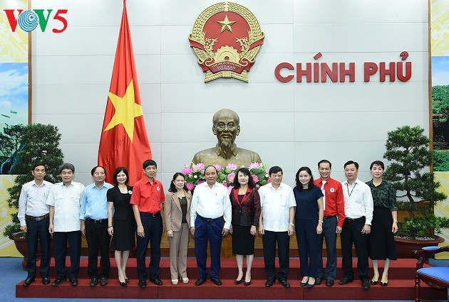 Mengembangkan peranan Lembaga Palang Merah Vietnam dalam usaha menjamin jaring pengaman sosial tanah air - ảnh 1