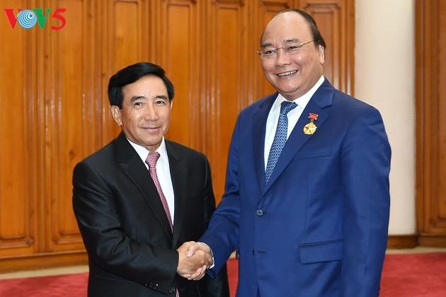 PM Vietnam, Nguyen Xuan Phuc menerima Wapres Laos, Phankham Viphavanh - ảnh 1