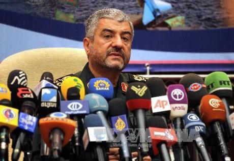 Pasukan Garda Revolusi Islam Iran meminta kepada AS supaya memindahkan pangkalan sejauh kira-kira 1.000Km dari Iran - ảnh 1