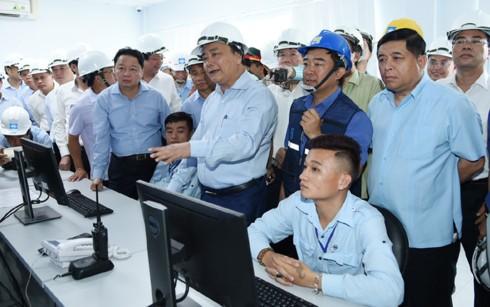PM Vietnam, Nguyen Xuan Phuc melakukan temu kerja dengan pimpinan Grup Formosa Ha Tinh - ảnh 1