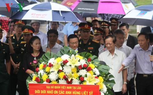 Mengenangkan para pahlawan  martir di Kompleks Peninggalan Tentara Gabungan Laos-Vietnam - ảnh 1