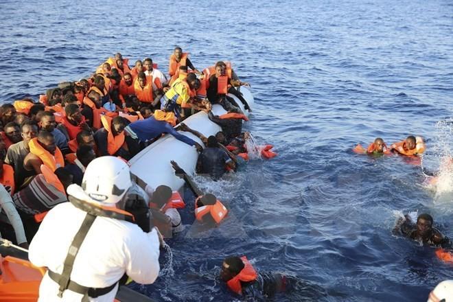 """Masalah orang migran: Italia meminta kepada organisasi-organisasi internasional supaya menandatangani """"Kode etik"""" di laut - ảnh 1"""