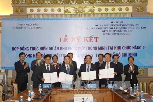 Upacara penandatanganan kontrak melaksanakan proyek ECO-SMART CITY diadakan di Kota Ho Chi Minh - ảnh 1