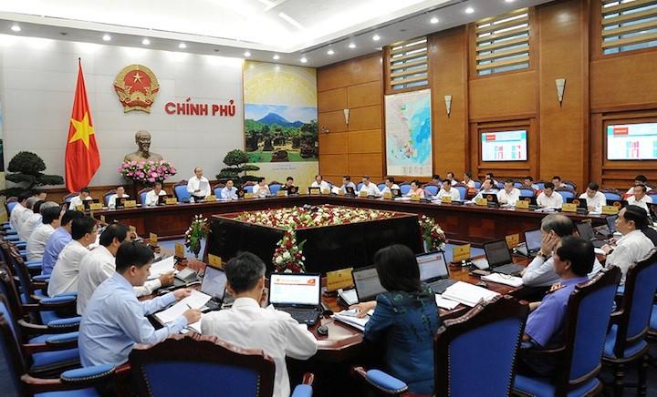 PM Nguyen Xuan Phuc: Terus menghapuskan kesulitan dan mendorong produksi serta bisnis - ảnh 1