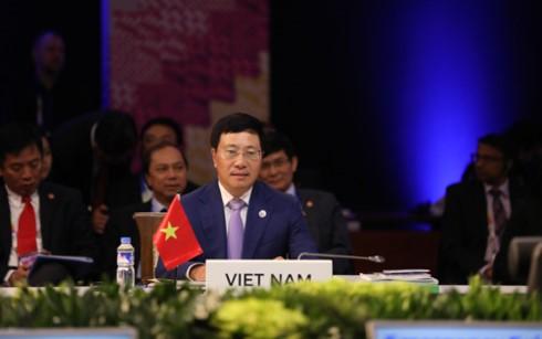 Deputi PM, Menlu Vietnam, Pham Binh Minh menerima Menlu Jepang dan Republik Korea - ảnh 1