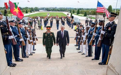 Mendorong hubungan pertahanan  sesuai dengan hubungan kemitraan komprehensif Vietnam-AS - ảnh 1