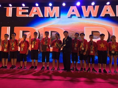 Rombongan pelajar Vietnam menggondol 9 medali di Olimpiade Matematika Dunia - ảnh 1