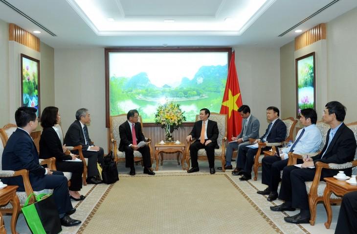 Deputi PM Vietnam Vuong Dinh Hue: Keputusan meningkatkan investasi Grup Kirin di Vietnam merupakan pilihan yang tepat - ảnh 1
