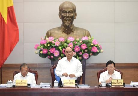PM Vietnam, Nguyen Xuan Phuc memimpin sidang Pemerintah tentang pekerjaan  legislasi - ảnh 1