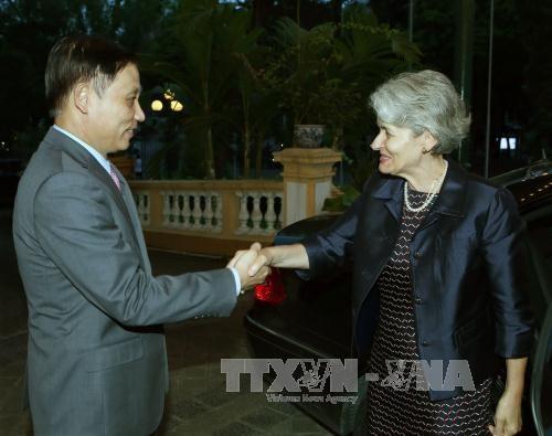 Ketua Komite Nasional UNESCO Vietnam mengadakan pembicaraan dengan Direktur Jenderal UNESCO - ảnh 1