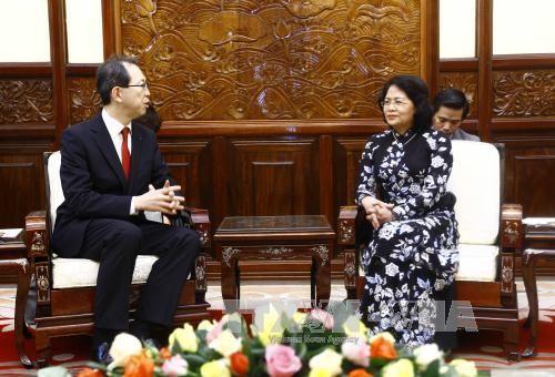 Wapres Vietnam, Dang Thi Ngoc Thinh menerima Gubernur  Provinsi Fukushima, Jepang - ảnh 1