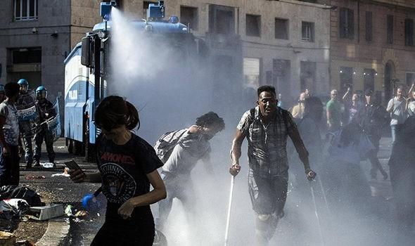 Masalah kaum migran:  polisi berbentrok dengan ratusan orang migran di Roma - ảnh 1