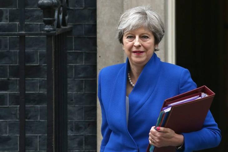 PM Inggris mengunjungi Jepang untuk mendorong Perjanjian Perdagangan Bebas pasca Brexit - ảnh 1