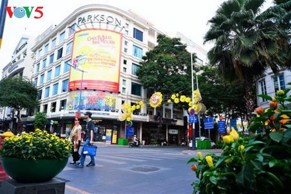 Kota Ho Chi Minh berupaya menyambut kedatangan kira-kira 6 juta wisman - ảnh 1