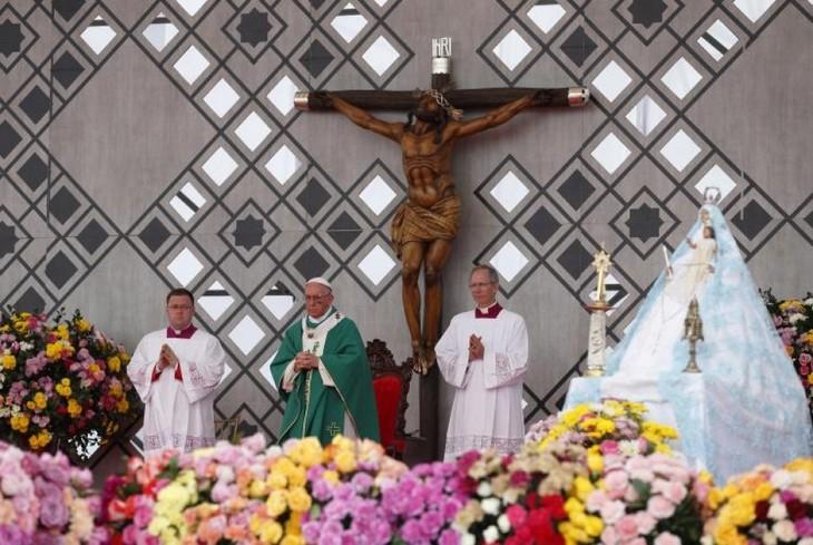 Paus Fransiskus berseru kepada Kolombia supaya menuju ke perdamaian yang berjangka panjang - ảnh 1