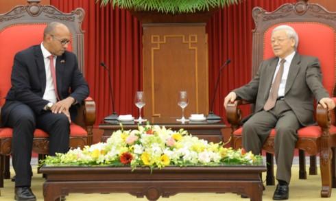 Sekjen KS PKV, Nguyen Phu Trong menerima Dubes Kuba, Herminio Lopez Diazt - ảnh 1
