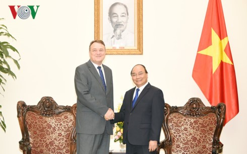PM Vietnam, Nguyen Xuan Phuc menerima Dubes Slovakia - ảnh 1
