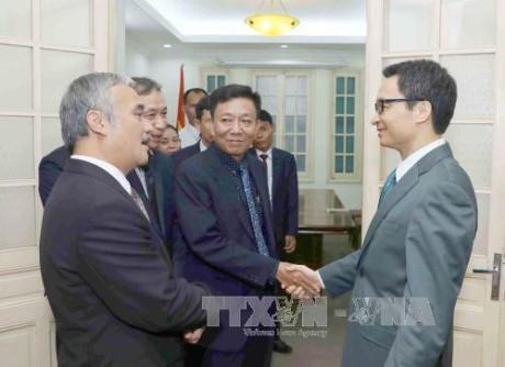 Deputi PM Vietnam, Vu Duc Dam menerima Wakil Dirjen Kantor Berita Kamboja - ảnh 1