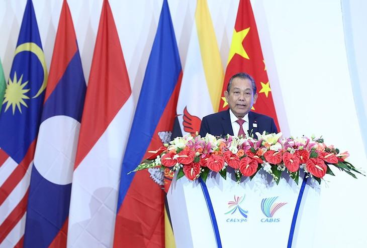 Vietnam bersedia mengembangkan peranan sebagai jembatan penghubung antara Komunitas Ekonomi ASEAN dan Tiongkok - ảnh 1
