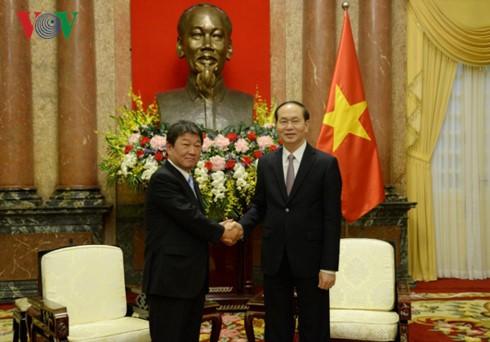 Presiden Vietnam, Tran Dai Quang menerima Menteri Rekonstruksi Ekonomi Jepang - ảnh 1