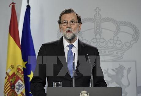 PM Spanyol menyerukan kepada badan-badan usaha supaya tinggal di Katalonia - ảnh 1