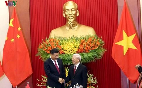 Pers Tiongkok meliput berita secara menonjol tentang kunjungan yang dilakukan Sekjen, Presiden Tiongkok, Xi Jinping di Vietnam - ảnh 1