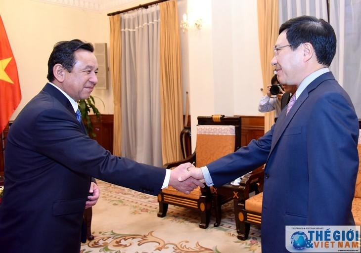 Deputi PM, Menlu Pham Binh Minh menerima Dubes Mongolia - ảnh 1