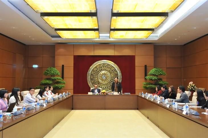 Wakil Ketua MN Vietnam, Tong Thi Phong menerima Kepala Perwakilan UNICEF untuk Vietnam - ảnh 1