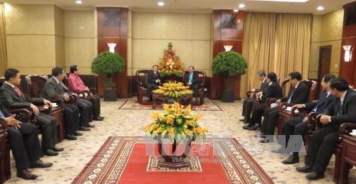 越南胡志明市领导会见老挝赛宋奔省代表团 - ảnh 1