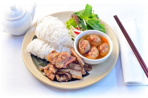 越南参加捷克最大街头饮食节 - ảnh 1