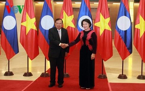 阮氏金银会见老挝人民革命党中央总书记、国家主席本扬•沃拉吉 - ảnh 1