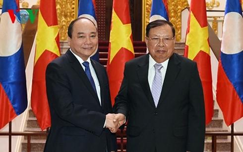 阮春福会见老挝人民革命党中央总书记、国家主席本扬•沃拉吉 - ảnh 1