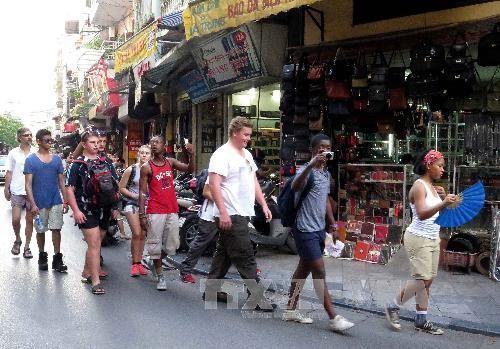 越南国会常委会讨论《旅游法修正案(草案)》 - ảnh 1