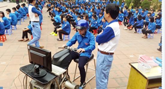 胡志明市团市委举行2016年交通安全活动 - ảnh 1