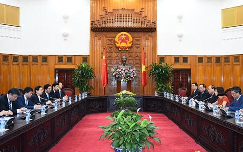 阮春福会见中国公安部长郭声琨和印度尼西亚国家警察副总长夏弗汀 - ảnh 1