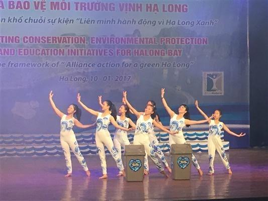 """""""推动保护 教育和保护下龙湾环境的倡议""""活动举行 - ảnh 1"""