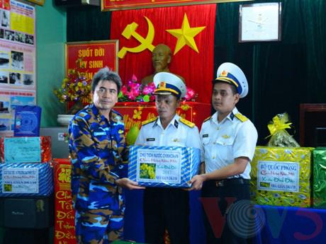 越南高脚屋驻军战士迎接新春 - ảnh 5