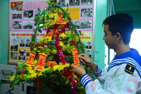 越南高脚屋驻军战士迎接新春 - ảnh 10
