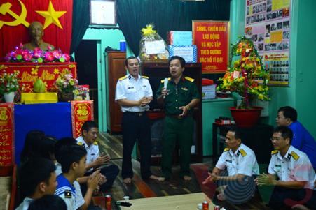 越南高脚屋驻军战士迎接新春 - ảnh 12