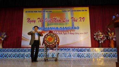 全国各地举行越南诗歌日活动 - ảnh 1