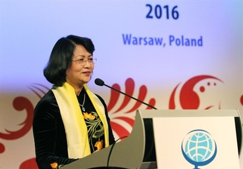 邓氏玉盛正式访问蒙古并出席在日本举行的第27届全球妇女峰会 - ảnh 1