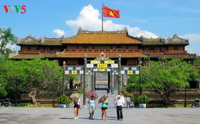 越南接待近530万人次国际游客 - ảnh 1